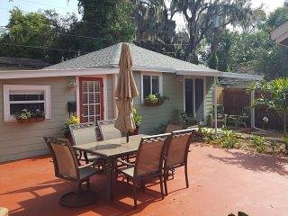New Listing! Hidden paradise 2 blks from water, ez parking, great location.
