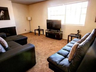 Walking distance to the Vegas Strip - Sleeps 10