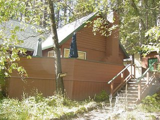 3 Bedroom with Loft + 1 Bath near Lake with Lake Privileges.   Pet-Friendly!