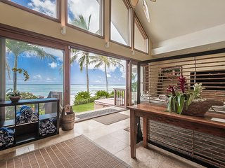 Aloha Beachfront Bliss - beachfront w/ hot tub, yard, AC