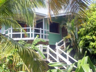 Casa Coral, 1 Minute walk from West End Beach.