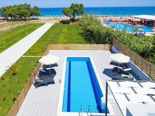 New Modern Beachfront Villa with private pool , No car needed, BlueOysterBeach1