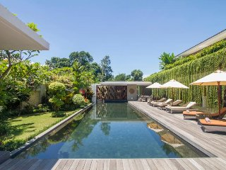 The Muse Tanah Lot, luxurious 4 bedroom Jungle villa with car included