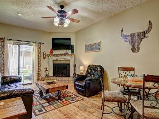 2 bedroom 1 bath right on the Comal River! Sleeps 6.