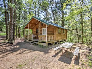 NEW! 1BR Baraboo Cabin - Direct Waterpark Access!