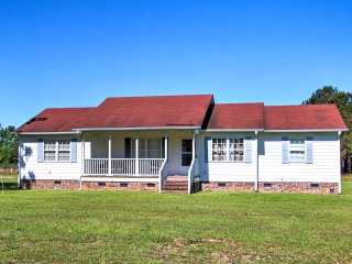 New! Rural 3BR Clinton House Close to Everything!