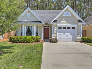 Summerville Home w/ Community Pool, 20 Mins to CHS