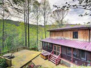 New! Rustic 3BR Cabin in Waynesville w/ Hot Tub