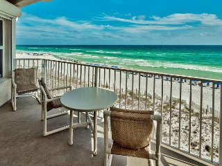 Step out on the Beach! Community Pool, Hot Tub, Complimentary Beach Service!