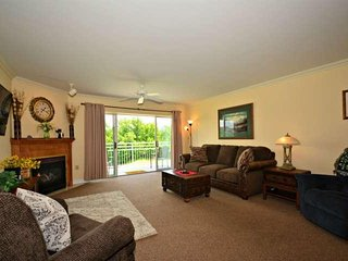 Golf Vista 162 - Luxurious 2BR/2BA Condo~ Located in the Heart of Pigeon Forge
