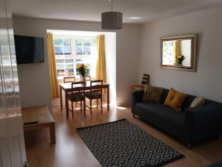 2 Bedroom Modern Flat in Penarth, Cardiff