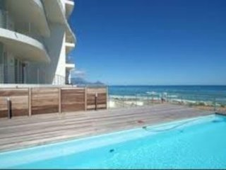 Upmarket 2 bedroom apartment on Blaauwberg Beach