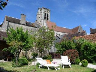 La Victoire de Noyers  maison familiale d'une à dix personnes avec vue monument