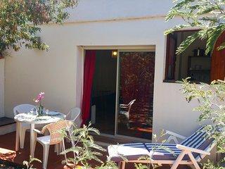 Studio avec terrasse, jardin à 200m de la mer en centre ville de Calvi
