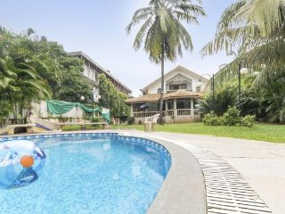 Stylish 4-BR villa with a pool, 50 m from Baga Beach