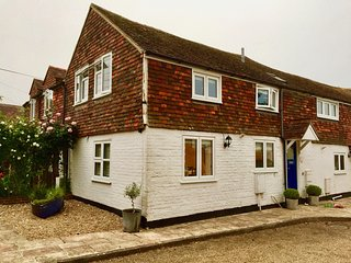 Charming Two Bedroom Cottage in Rye Town with secluded garden & private parking