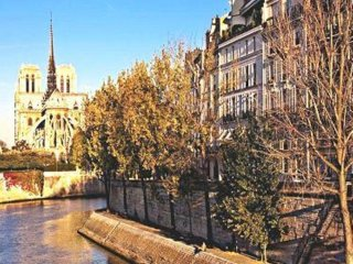 Great 2 Bedrooms Apt Balcony/terrace.one Minute To Notre Dame. Exceptional View