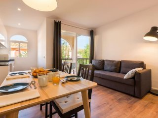 Green cozy flat w/ swimming pool & private terrace