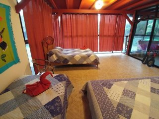 Near Manuel Antonio with A/C, Jaccuzi, Pool, Tennis Club