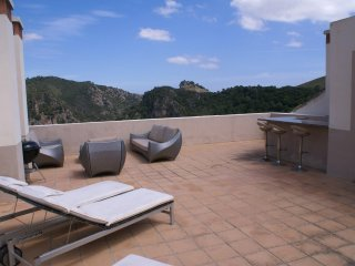 Luxurious El Casar 4 bedroom townhouse with roof terrace in Benahavis.