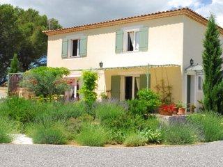 Maison avec piscine tres calme pour 6 personnes avec jardin arbore