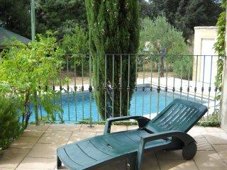 Maison avec piscine très calme pour 6 personnes avec jardin arboré