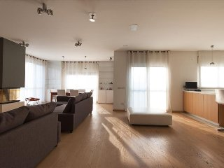 LUXURY HUGE FLAT WITH 4 SQM JACUZZI