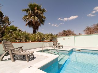 mara pool house