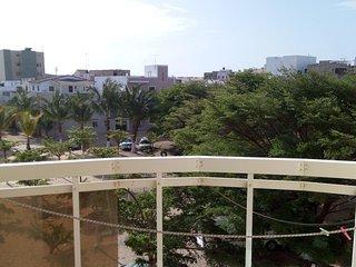 Joli appartement meuble avec 2chambres, salon Avec balcons et vue sur jardin