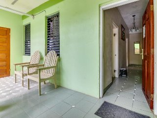 Lovely house w/ shared pool, gorgeous views, & balcony - perfect for day trips
