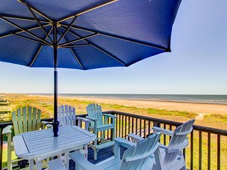 Beachfront, dog-friendly home w/ amazing views, deck, grill, & lots of space!