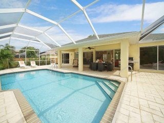 Villa with large saltwater pool near Cape Harbour