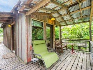 Luckenbach Lodge Cabin 6 - Walk to Luckenbach, Tx.