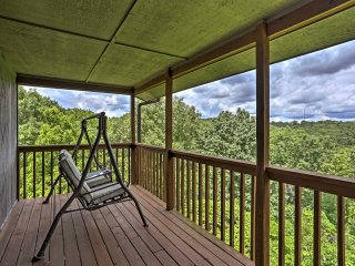 NEW! Condo w/Views & Pool Near Silver Dollar City!