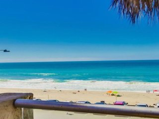 Ocean Front Condo #2 (NEWLY RENOVATED!) 1BR Sleeps 4 Pet Friendly