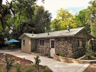 Peaceful Creekside Setting- Fern Creek Cottage
