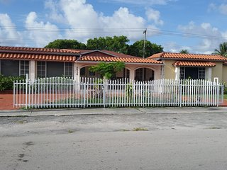 Beautiful and confortable house with pool in Miami