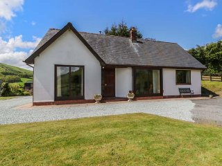 DRAINBYRION FARM HOUSE, all ground floor, stunning scenery, near Llanidloes