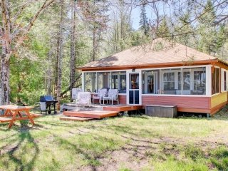 NEW! Lakefront 3BR Solon Springs Cabin w/Paddle Boat!