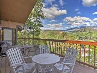 New! 4BR Gatlinburg House w/ Picturesque Views!
