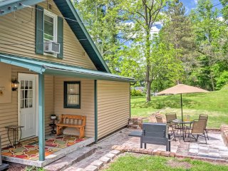 Charming Cottage in Tell City w/ Outdoor Patio!