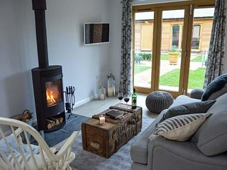 RABBIT'S WARREN, ground floor, open plan, woodburner, near Titchfield, Ref