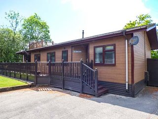 6 THIRLMERE, sleeps six, open plan, hot tub, BBQ, Windermere, Ref 960378