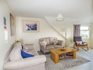 FLAT 11, king-size, sea front, open plan, Trearddur Bay, Ref 958252