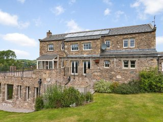 HIGH FELLSIDE HALL, en-suite bedrooms, Smart TVs, PlayStation 4, Ref 947265