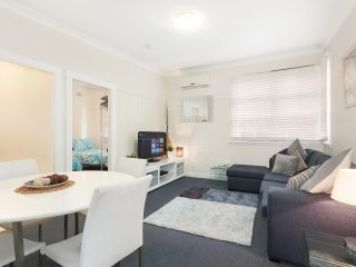 Your 'Pied-a-terre' CBD/Retail Precinct Apartment