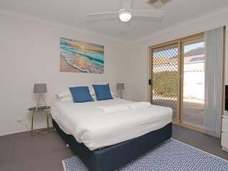 Azure Villa Close to City of Perth and Fremantle