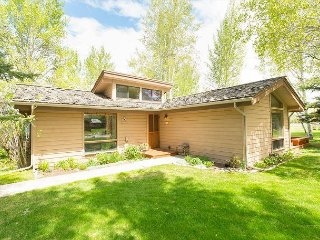 Cozy Golf Creek Condo~Close to Grand Teton National Park!