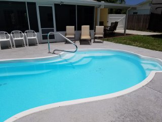 Beautiful PRIVATE pool home, 3 queen beds, kitchen