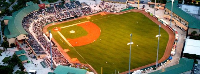 10 minute drive to Roger Dean Stadium, home of St Louis Cardinals and Miami Marlin's spring training
